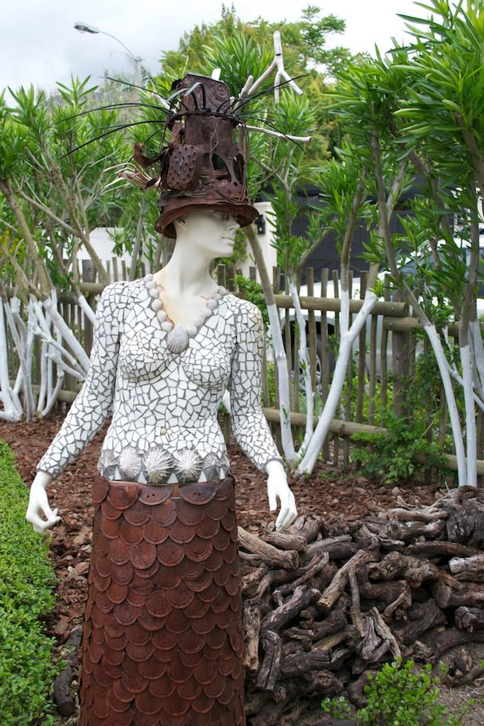 Driftwood ramblings henk scholtz 39 s franschhoek garden Driftwood sculptures for garden