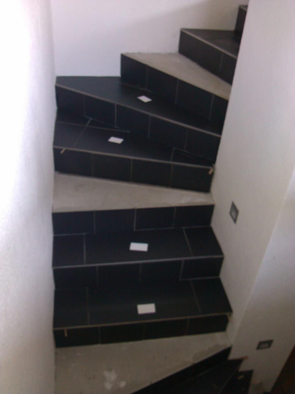 blog von aga und chrissi kellertreppe fliesen. Black Bedroom Furniture Sets. Home Design Ideas