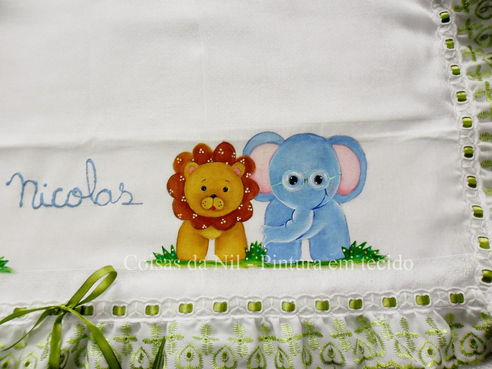 pintura em tecido leão e elefante pintados em fralda de menino