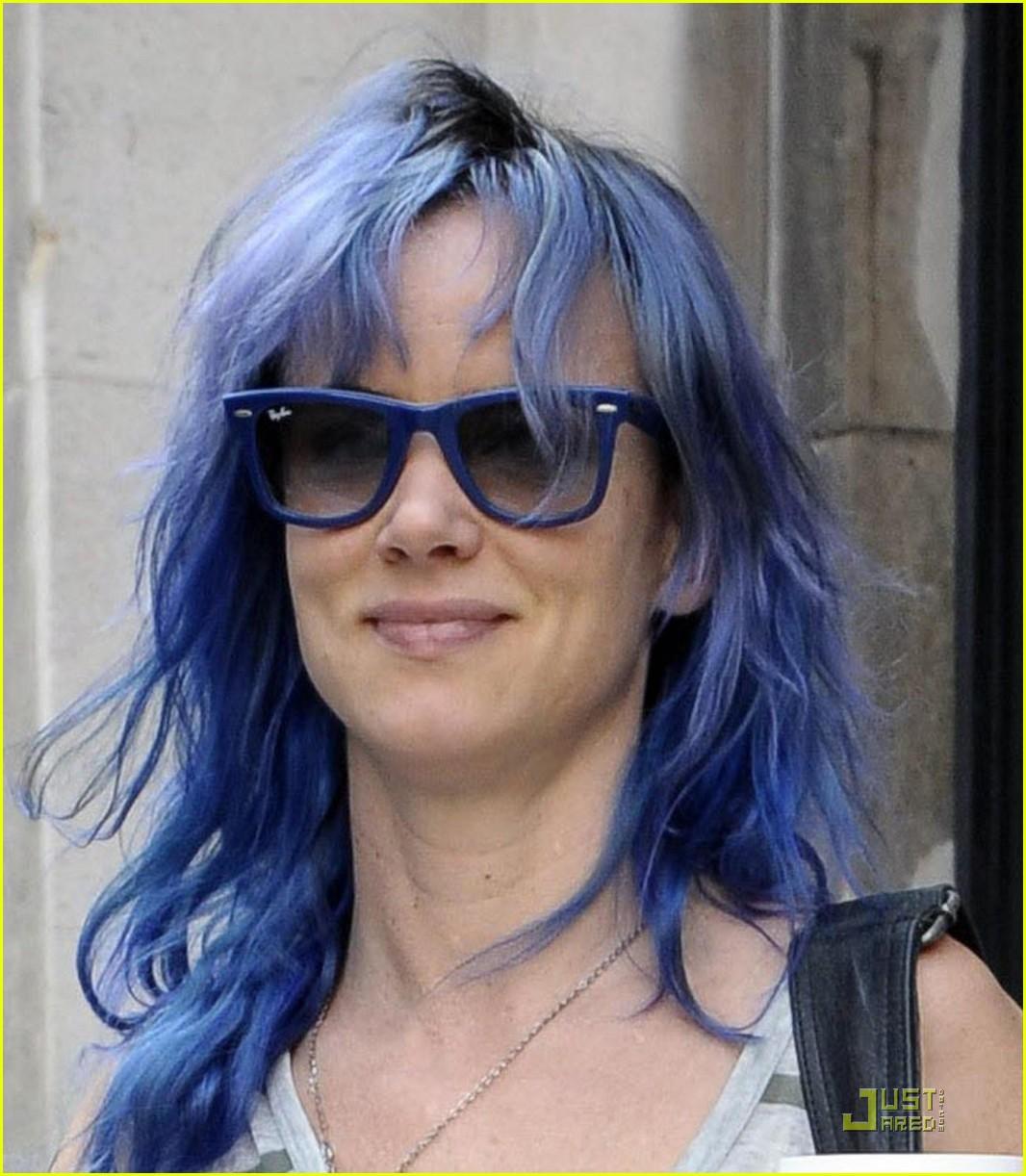http://3.bp.blogspot.com/-Z3vYkhgXQsM/TkVfHMDP2vI/AAAAAAAAAD0/ybYgda8wjp8/s1600/juliette+lewis+blue+hair+01.jpeg