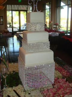 cake that is all blinged outtake a look at this chandelier Cake