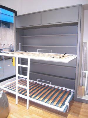litera abatible abierta con estantes interiores