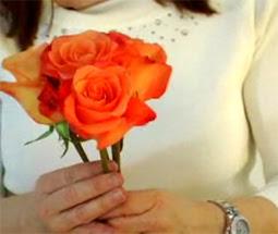 Cách bó hoa hồng 02