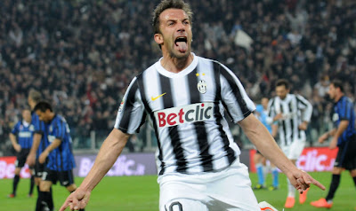 del piero esulta dopo il gol all'inter