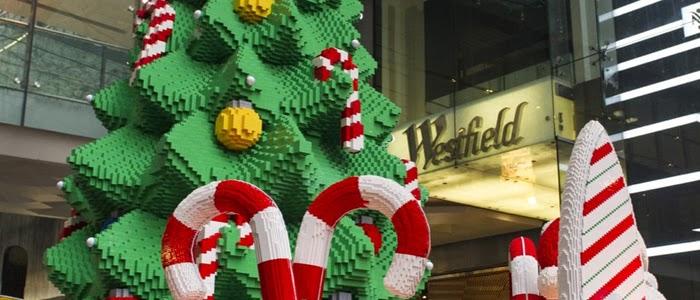 Un sapin de Noël gigantesque en LEGO.