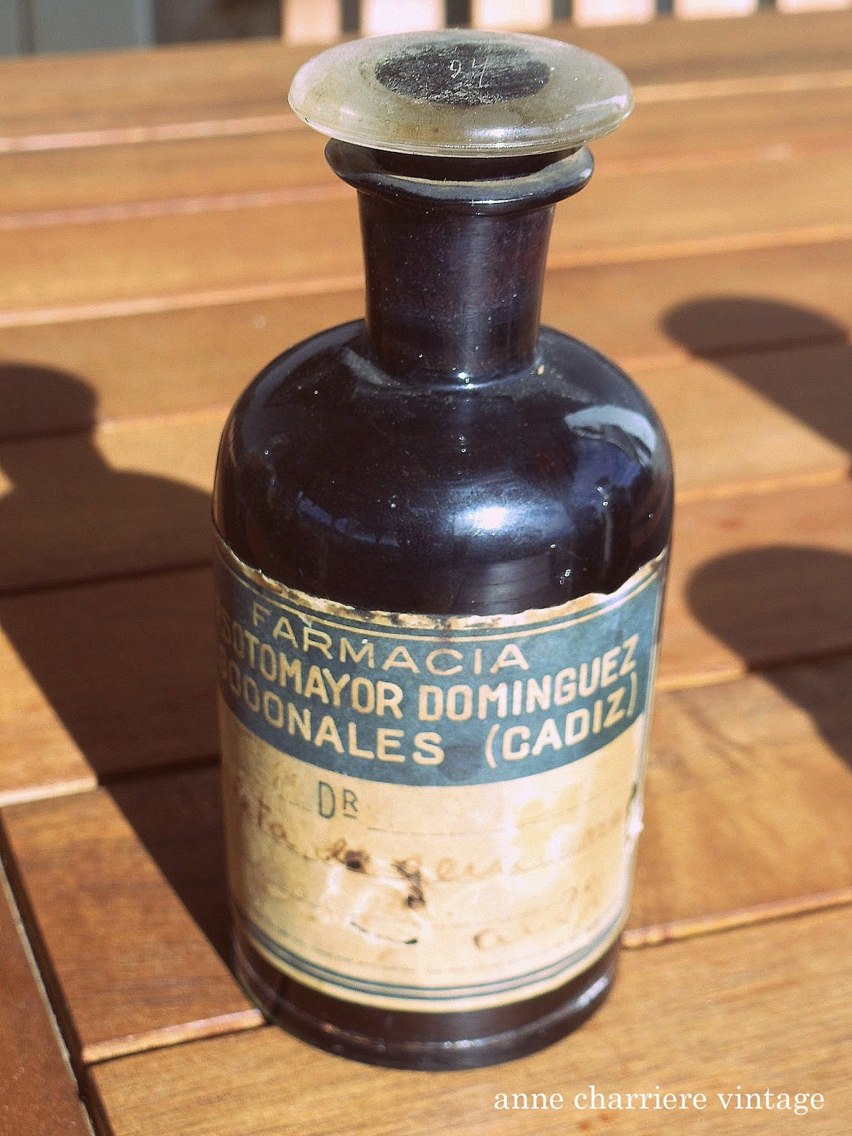 www.annecharriere.com, anne charriere vintage, antiguos frascos farmacia,