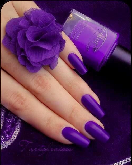 Маникюр фиолетовый с красным фото