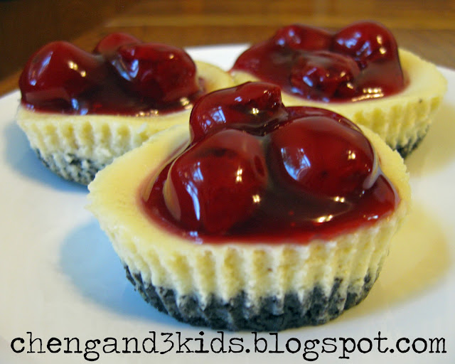 These are mini cherry cheesecakes with Oreo crust I made using Bakerella's recipe.