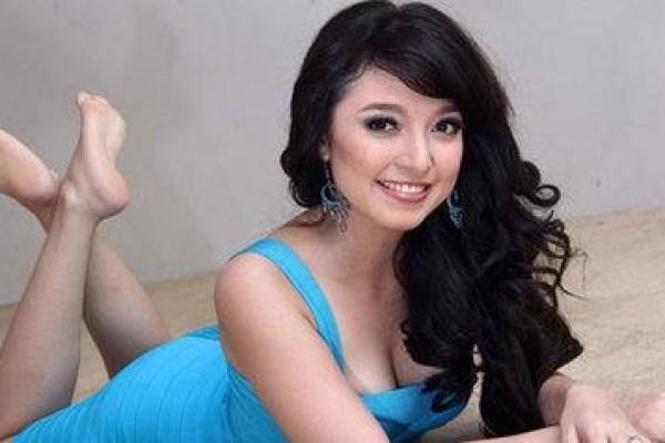 Foto Hot Siti Badriah