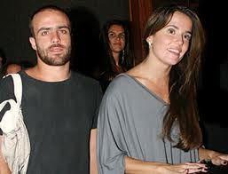 Roger Flores admite ter traído Deborah Secco, diz jornal