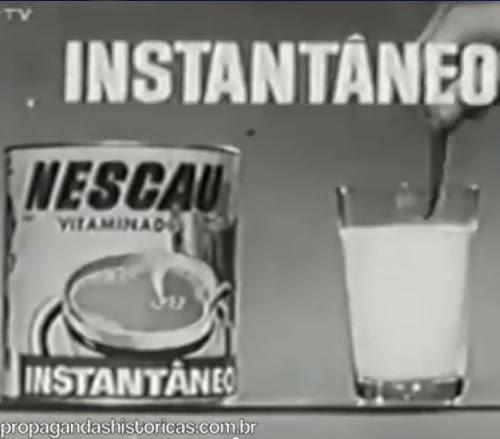 Propaganda do Nescau nos anos 60, onde apresentavam os prazeres de beber Nescau com a diversão do circo.