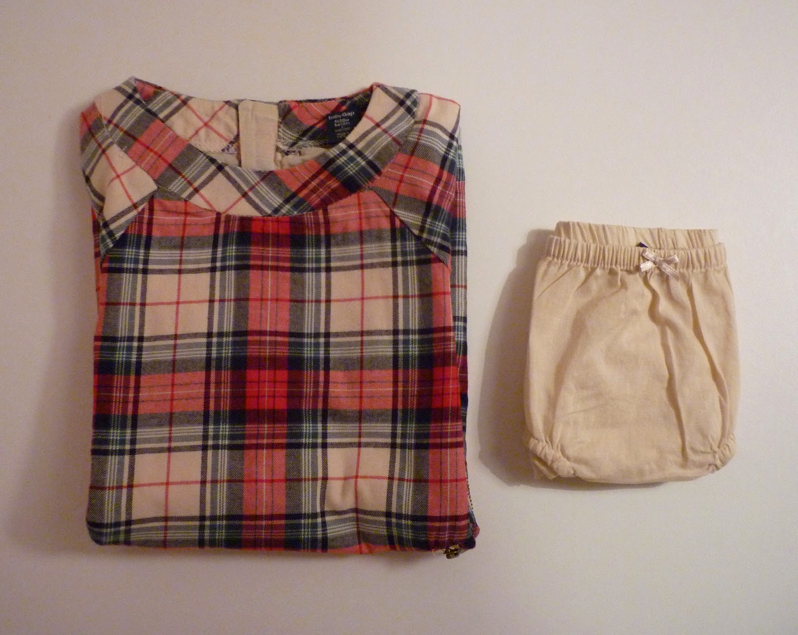 Robe écossaise baby GAP et sa petite culotte beige