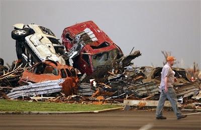 luego del tornado y tormenta en joplin missouri eeuu 2011