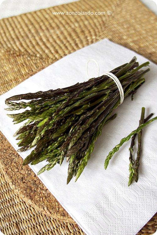 asparagi selvatici raccolta mazzetto