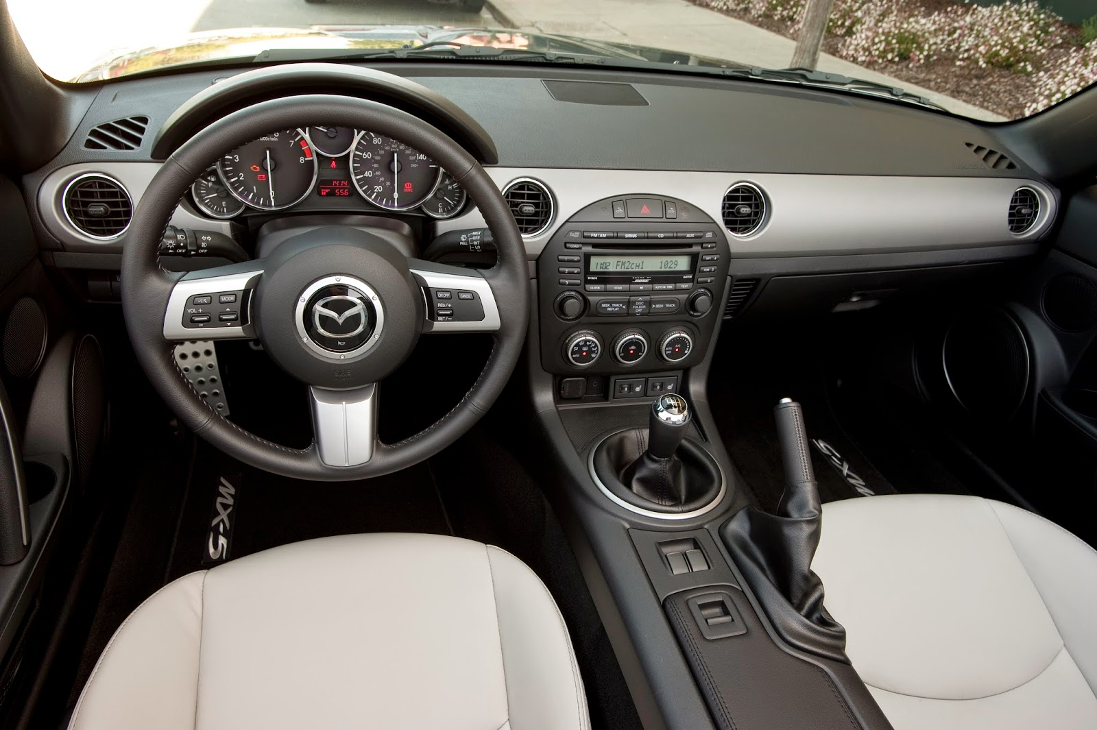 Interior view of 2015 Mazda MX-5