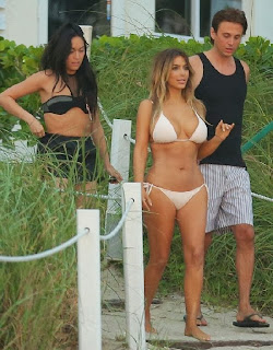 English: Kim Kardashian white bikini Miami November 30, 2013