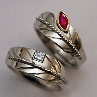 ZhaawanArt wedding rings by Tammo Geertsema