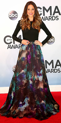 Jana Kramer, CMA Awards, red carpet