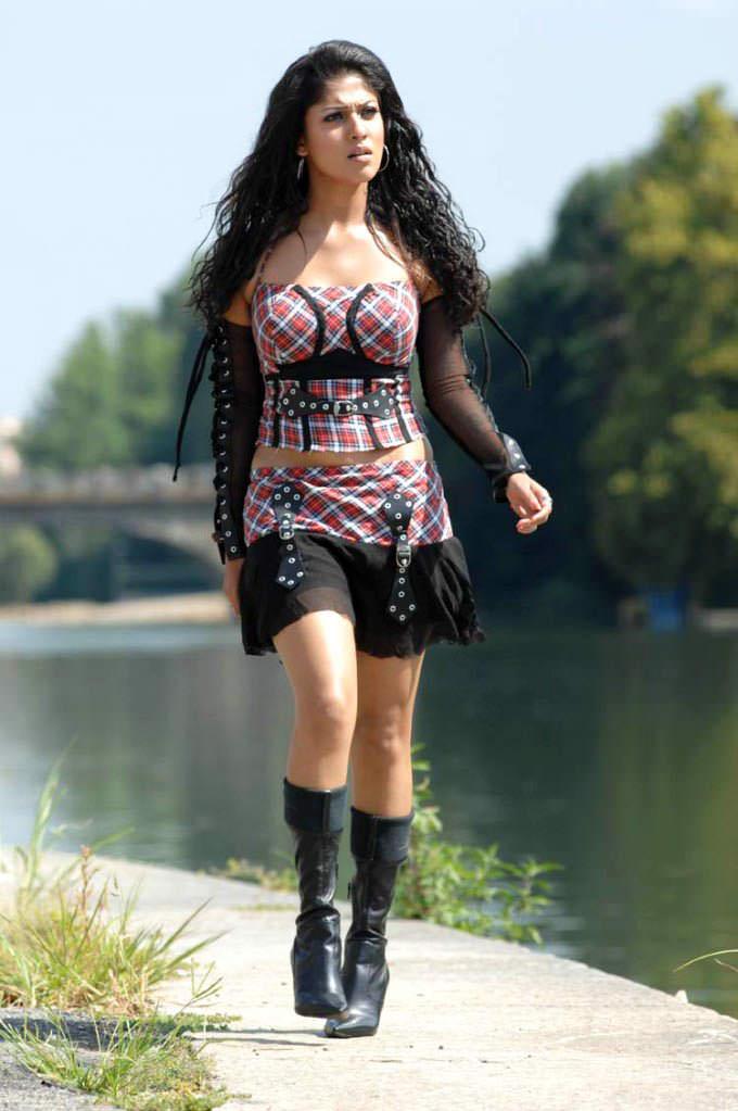 nayanthara hot thigh show