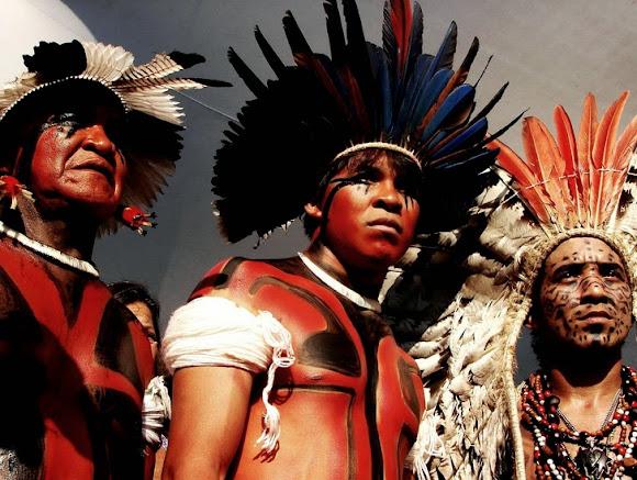 A impressionante reação de uma tribo ao ver um homem branco pela primeira vez