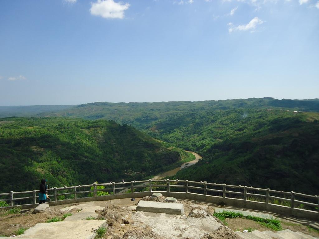Pemandangan Seperti Ini Yang Bisa Kita Lihat Dari Puncak Bukit Manguna