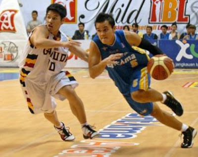 http://tutorialolahraga1.blogspot.com/2015/08/posisi-pemain-bola-basket-dan-tugasnya.html
