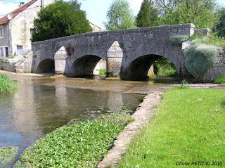 http://patrimoine-de-lorraine.blogspot.com/2010/11/rollainville-88-le-vieux-pont.html