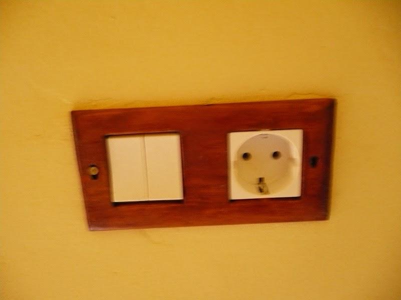 Como hacer un embellecedor de interruptor, con madera de palet, artesanalmente.