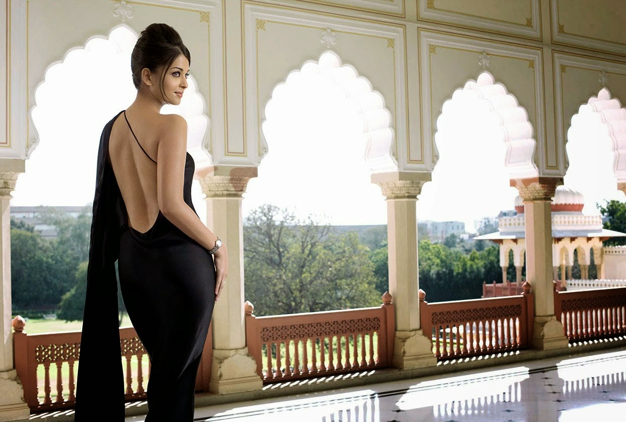 Aishwarya Rai Bachan Looking Hot in Backless Dress