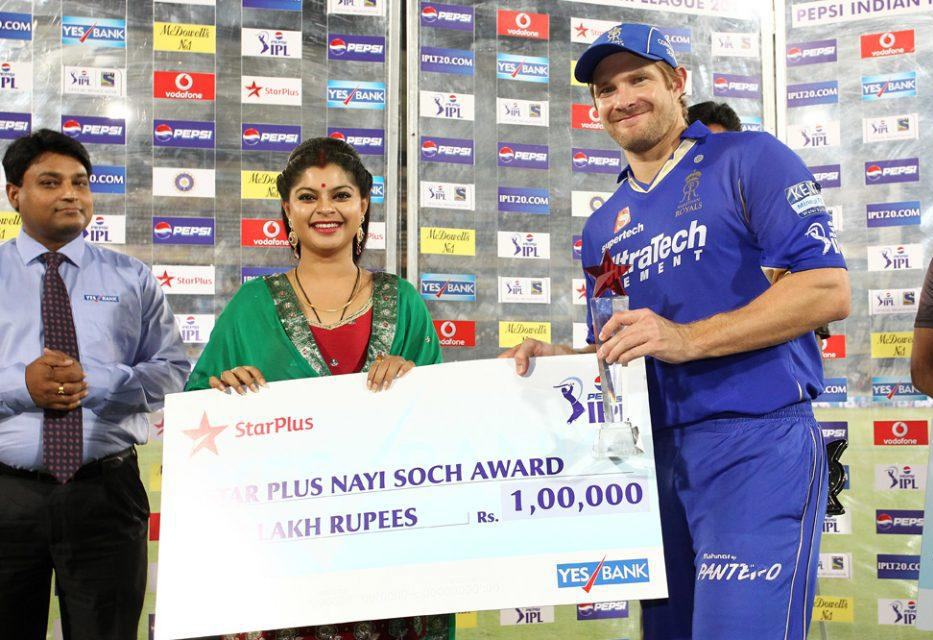 Shane-Watson-Nayi-Soch-Award-SRH-vs-RR-IPL-2013