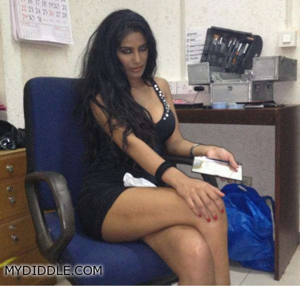 Poonam pandey make up pic1 - Poonam Pandey getting her make up done in black dress