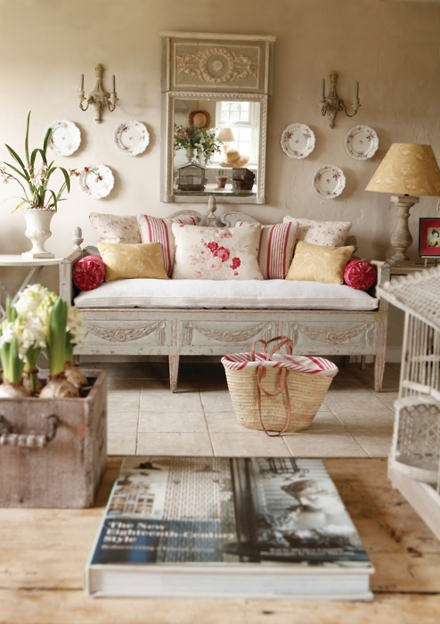 Shabby white light living rooms i heart shabby chic Decorating your home shabby chic cottage style