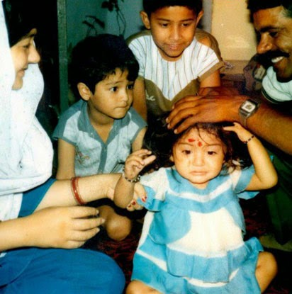 Bollywood Anushka Sharma unseen Childhood Picture With Family
