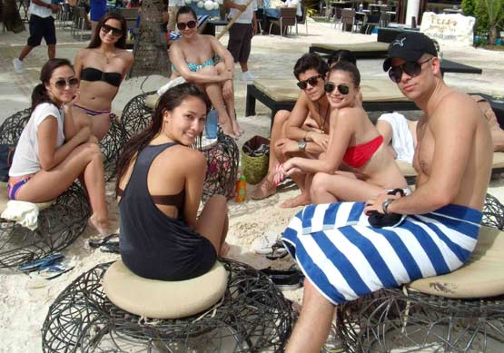 anne curtis with vaness del moral and solenn heusaff bikini pic 01