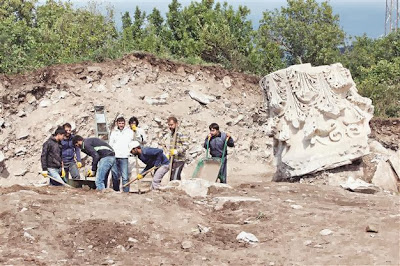 Massive Corinthian column capital found in NW Turkey