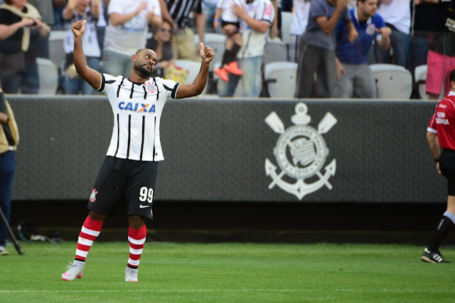 Love se achou no domingo e é esperança do Corinthians (foto: Djalma Vassão/Gazeta Press)