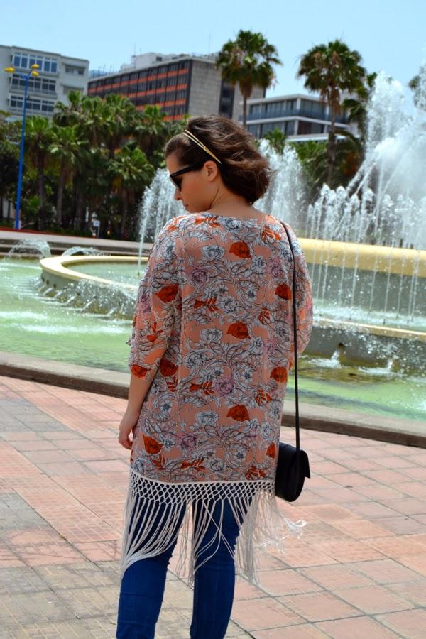 look_kimono_flores_flecos_romanas_mango_como_combinar_lolalolailo_03