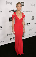 Kate Hudson super hot in a red gown