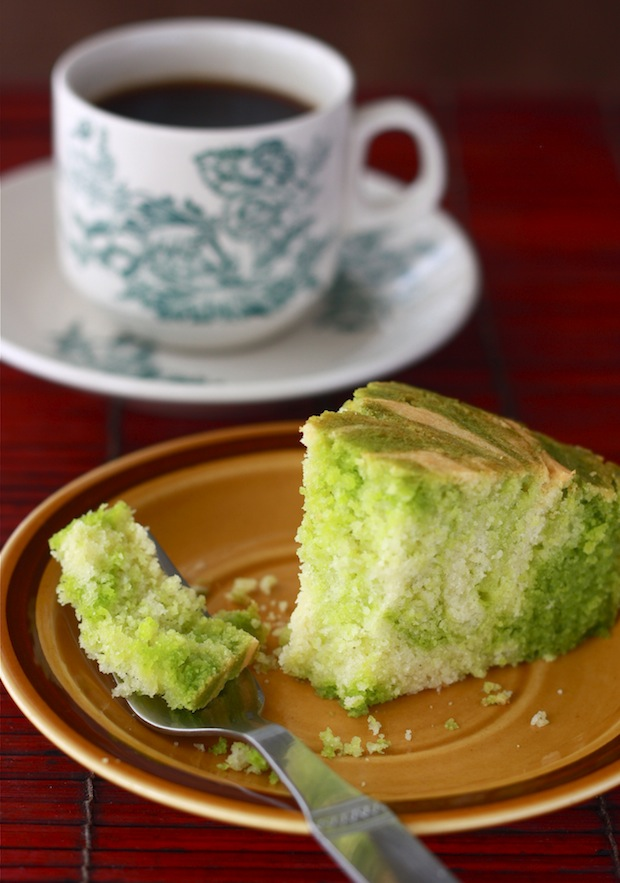 Green & Gold Pandan Vanilla Marble Cake by SeasonWithSpice.com