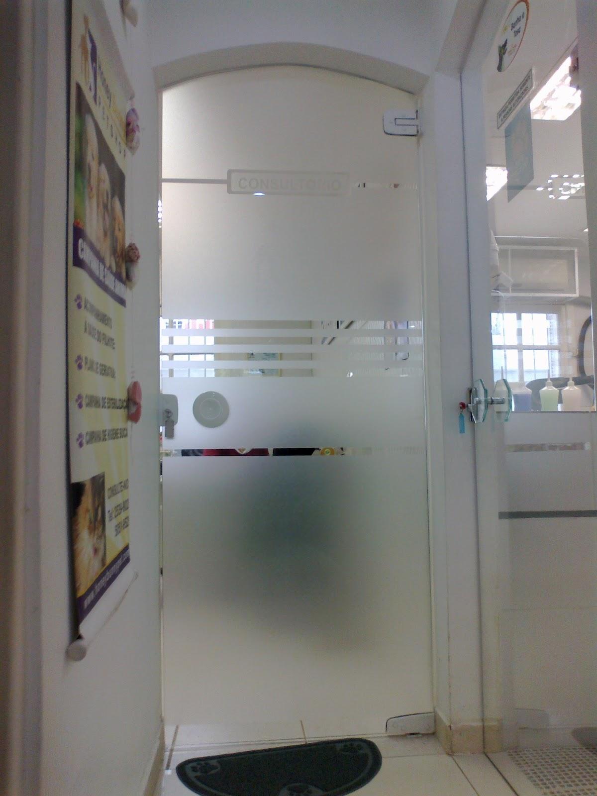 #5C4E46 Adesivo jateado para Porta de Vidro (Consultório Pet Shop) 1200x1600 px porta para banheiro de vidro jateado