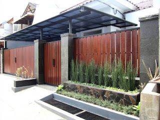 desain pagar rumah dari kayu
