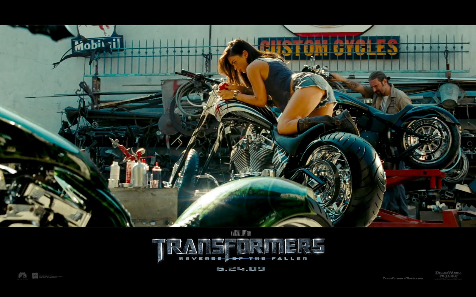 http://3.bp.blogspot.com/-ZAT2Sj0FjZQ/T0Uya48l8ZI/AAAAAAAABQA/3UJJ1A9j5kM/s1600/megan-fox-on-bike-in-transformers-revenge-of-the-fallen-wallpaper.jpg