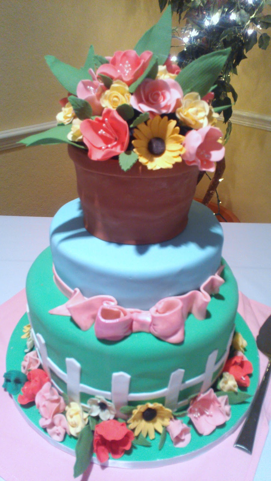 Wendy woo cakes a flower garden so i was so excited when i was asked to make a garden cake covered with sugar flowers the flowers were so much fun to make izmirmasajfo