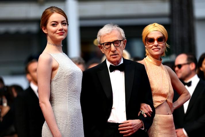 Emma Stone, Woody Allen y Parker Posey en la premiere de Irrational Man