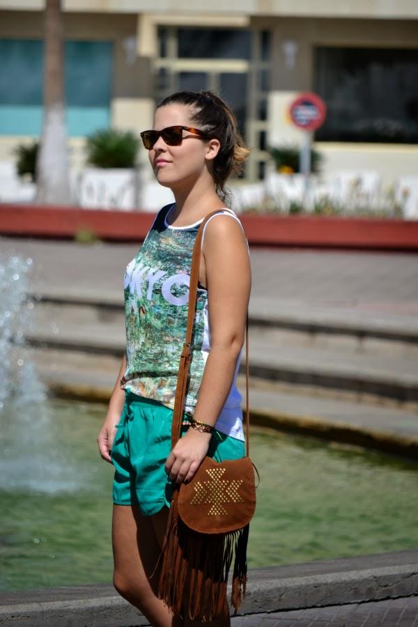 camiseta_tokyo_look_outfit_tonos_verdes_bolso_flecos_primark_bailarinas_puntera_glitter_nudelolablog_06