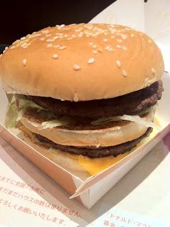 マクドナルドのメガマック期間限定で復活登場を食べた感想