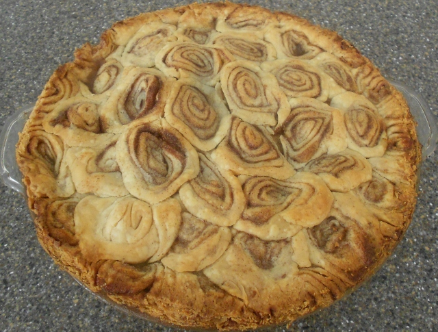 Baking Banquet: CINNAMON ROLL PIE CRUST for a Covered Apple Pie