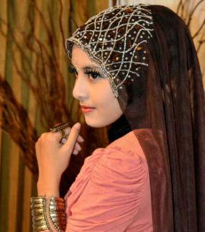 motif jilbab yang selalu jadi trend.7 Model Jilbab yang Selalu Jadi Trend