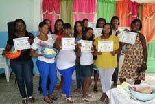 Mujeres realizan graduación de cursos técnicos en Canastica