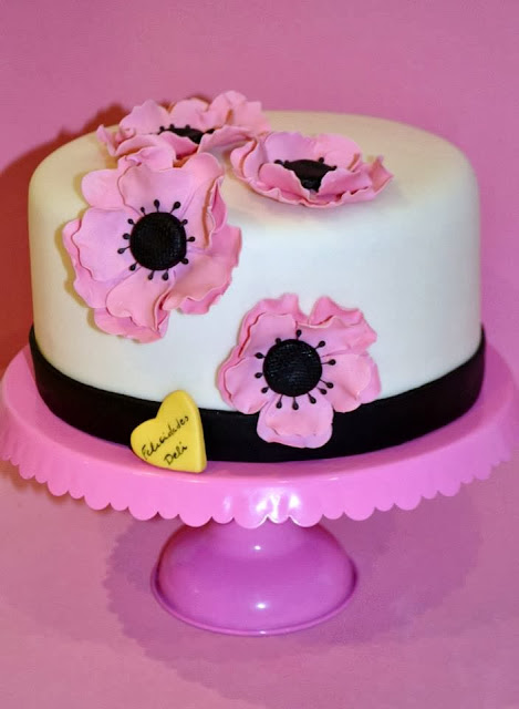 Tarta fondant flores anemonas rosa sugar dreams gandia cumpleaños modelado personalizada